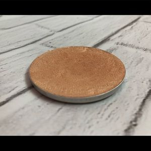 Champagne Pop highlighter by Becca (depotted)